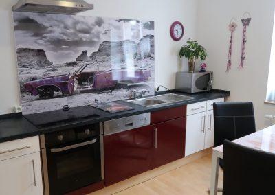 Küchenzeile mit Komplettausstattung